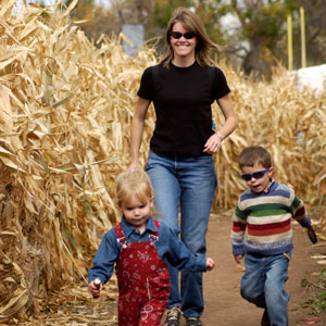 mom-and-children-in-corn-maze